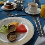 ムパタでの最後の朝食。基本的に席は決まっている。食事はフレンチあり、バイキングあり、アメリカンスタイルあり、数日の滞在でも飽きないバリエーションが用意されていた。