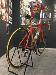 「オレンジ号」は、フルオーダーのカーボンフレームにカンパニョーロ・レコードなどを組み合わせた贅沢な仕様。生前、清志郎はハワイ、キューバ、沖縄、東北などを自転車で巡った。(撮影=bg)