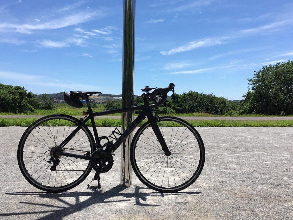 真夏の「タマサイ」こと「多摩サイクリングロード」にて。この年の夏はあまりの酷暑でしばらく走るのを断念した。(2018年/撮影=bg)