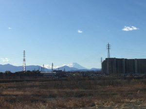 雪化粧した富士山が顔を出す。(2018年/撮影=bg)